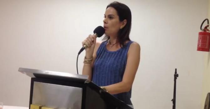 """""""O amor como terapia"""" por Priscilla Feijó"""